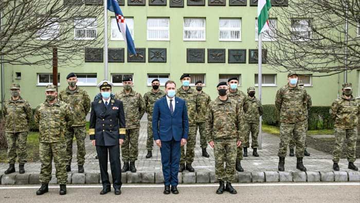 Ministar Banožić i admiral Hranj s hrvatskim vojnicima u Mađarskoj