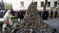 Papa odao počast žrtvama nacista i KGB-a u Litvi