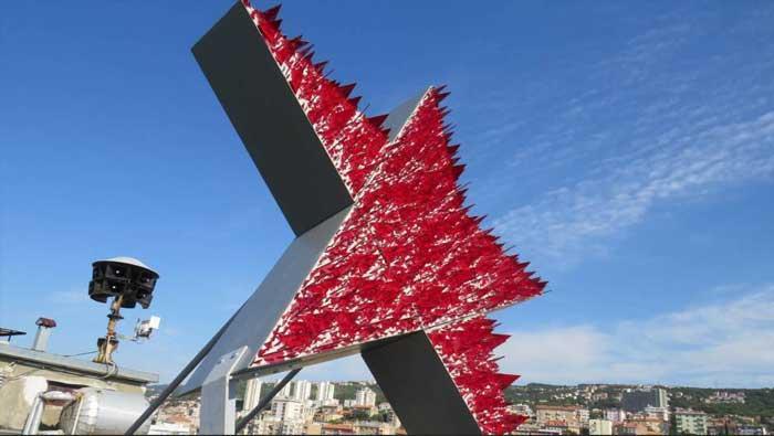 RIJEKA: postavljen 'Spomenik crvenoj Rijeci – samoobrambeni spomenik' Nemanje Cvijanovića