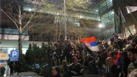 Beograd: Specijalci rastjeruju prosvjednike koji su upali u zgradu RTS-a