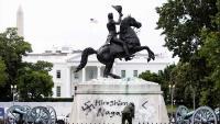 Prosvjednici pokušali srušiti kip Andrewa Jacksona kod Bijele kuće